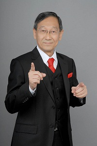 Ernest Chen Standing Studio Photo, Singapore Public Speaking Courses Faciliator
